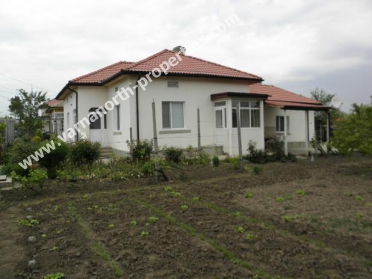 Attractive renovated house with a garage in town of General Toshevo