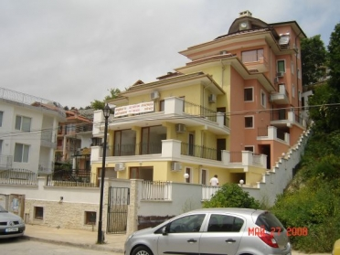 Maygrove Luxury Apartments 40 m from the beach