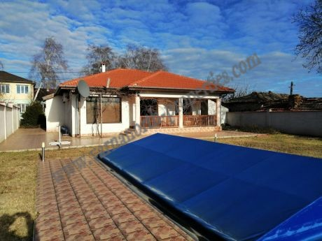 House with swimming pool for sale