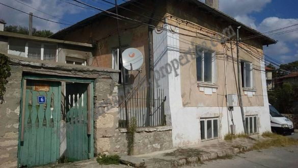 House for renovation with good location