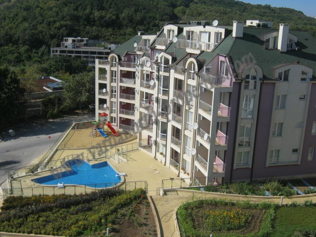 Apartment with sea view and parking space in Kavarna Hills